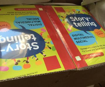 Unboxing: Die ersten 12 Belegexemplare meines Storytelling-Buches sind angekommen